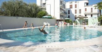 호텔 브리스톨 리바 델 가르다 - 리바델가르다 - 건물