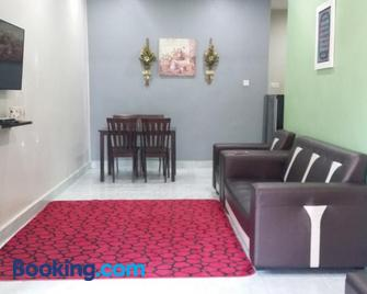 Arfaan Guest House - Skudai - Living room