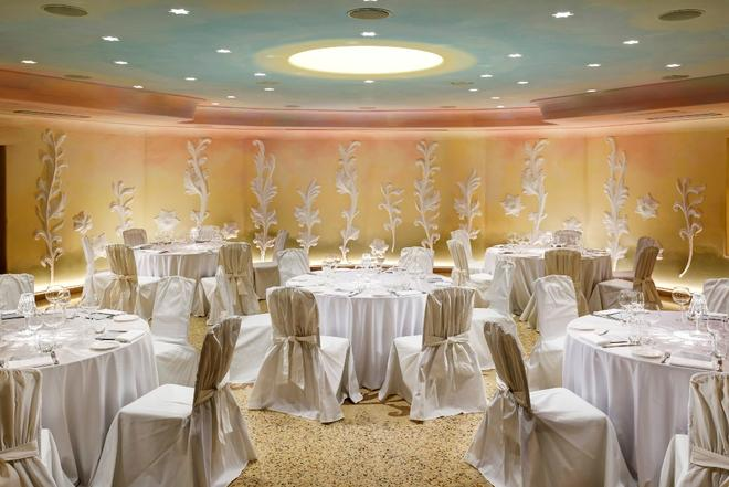 Chateau Monfort - Milan - Banquet hall