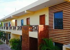 Hotel Maya Balam - Xpujil - อาคาร