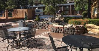 Hotel Aspen Innsuites Flagstaff/Grand Canyon - Flagstaff - Patio