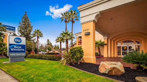 Best Western Palm Court Inn - Modesto - Toà nhà