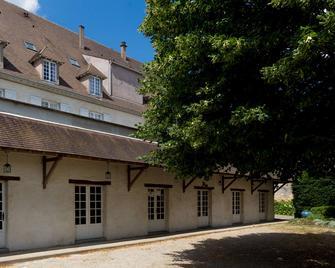 Best Western Blanche De Castille Dourdan - Dourdan - Building