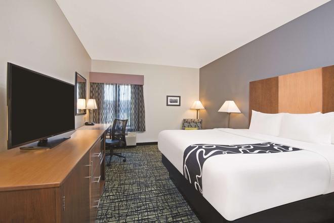 La Quinta Inn & Suites by Wyndham Morgantown - Morgantown - Makuuhuone