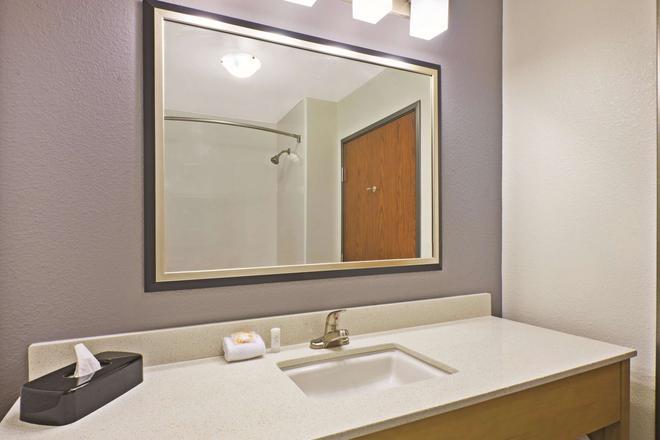 La Quinta Inn & Suites by Wyndham Morgantown - Morgantown - Kylpyhuone