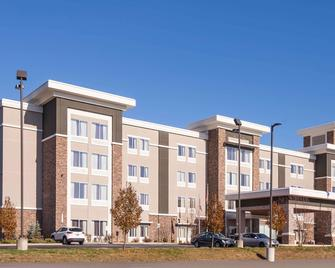 La Quinta Inn & Suites by Wyndham Morgantown - Моргантаун - Building