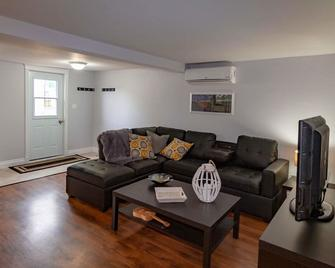 Nautical Themed One Bedroom Fully Equipped Apartment - Yarmouth
