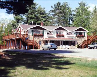 Edgewater Inn & Cottages - Eagle River - Gebäude