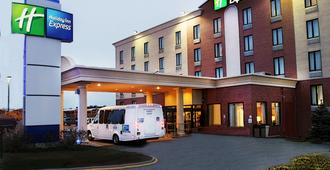 Holiday Inn Express Kennedy Airport - Queens - Building