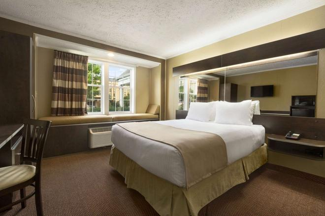 Microtel Inn and Suites by Wyndham Columbia/Fort Jackson N - Columbia - Bedroom