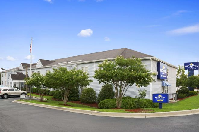 Microtel Inn and Suites by Wyndham Columbia/Fort Jackson N - Columbia - Building