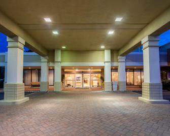 Holiday Inn Hotel & Suites Parsippany/Fairfield - Parsippany - Gebouw