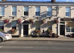 Brogans Bar & Guesthouse - Trim - Building