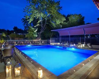 4 You Hotel - Metamorfosi - Bazén