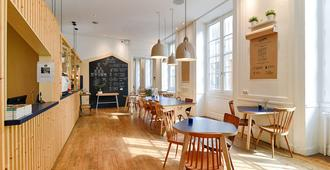 Away Hostel & Coffee Shop - Lyon - Restaurante