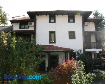 Oazis Guesthouse - Loveci - Building