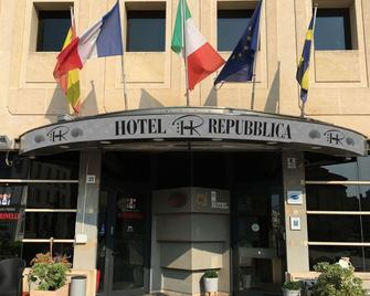Hr Hotel - Monfalcone - Building