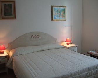 Hotel Roma - Piombino - Bedroom