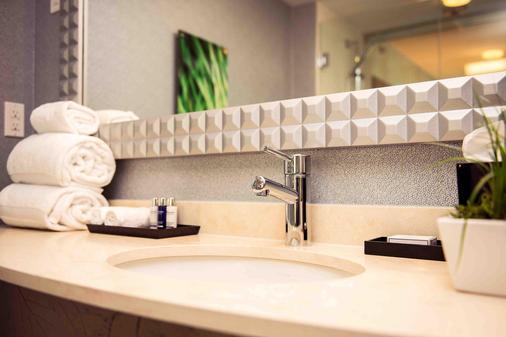 Hotel Blu Vancouver - Vancouver - Bathroom