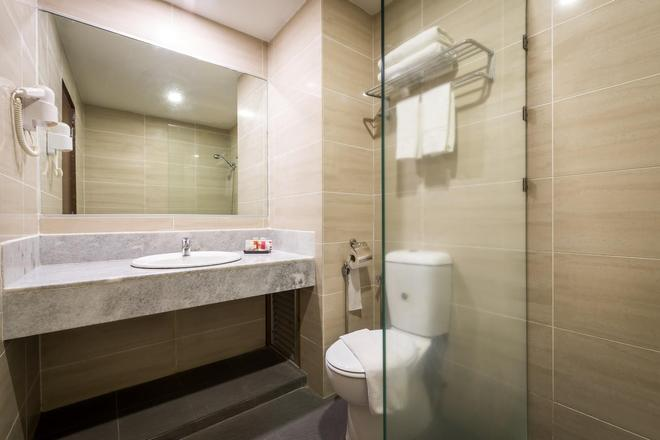 Hotel Sentral Melaka - Malacca - Bathroom