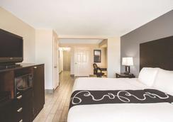 La Quinta Inn & Suites by Wyndham Oceanfront Daytona Beach - Daytona Beach - Phòng ngủ