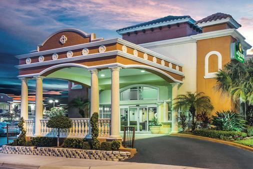 La Quinta Inn & Suites by Wyndham Oceanfront Daytona Beach - Daytona Beach - Toà nhà