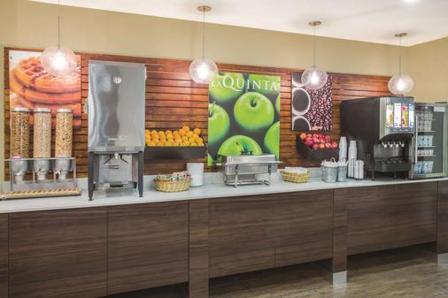 La Quinta Inn & Suites by Wyndham Oceanfront Daytona Beach - Daytona Beach - Buffet