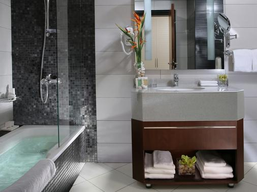 Auris Inn Al Muhanna Hotel - Dubai - Bathroom