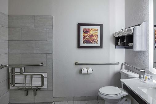 維斯塔里奇購物中心凱富套房酒店 - 路易斯維爾 - 路易斯維爾 - 浴室