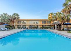 La Quinta Inn by Wyndham New Orleans Slidell - Slidell - Zwembad