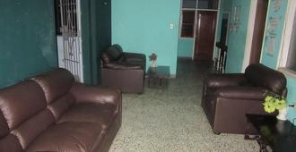 Amazonia Backpackers & Bunk Beds - Iquitos - Living room