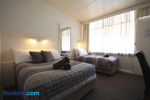 Hi-way Motor Inn - Yass - Bedroom