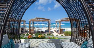 The Westin Grand Cayman Seven Mile Beach Resort & Spa - George Town - Patio