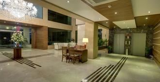 Boulevard 9 Luxury Resort & Spa - Nadiād - Lobby