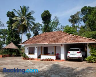 The Blue Mountains Estate Stay - Madikeri - Building