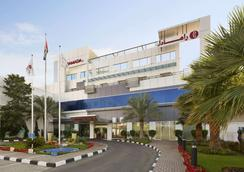 Ramada by Wyndham Qurum Beach - Muscat - Building