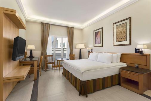 Ramada by Wyndham Qurum Beach - Muscat - Bedroom