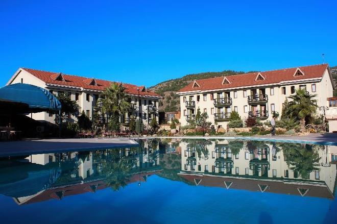 哈里席飯店 - 帕莫卡萊 - 游泳池