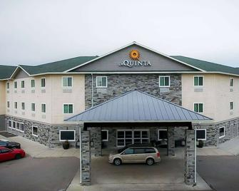 La Quinta Inn & Suites by Wyndham Fairbanks Airport - Фейрбенкс - Building