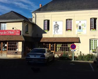 Auberge Des Pilotis - Bezancourt - Gebäude