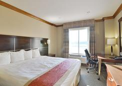 Woodbine Hotel and Suites - Toronto - Bedroom