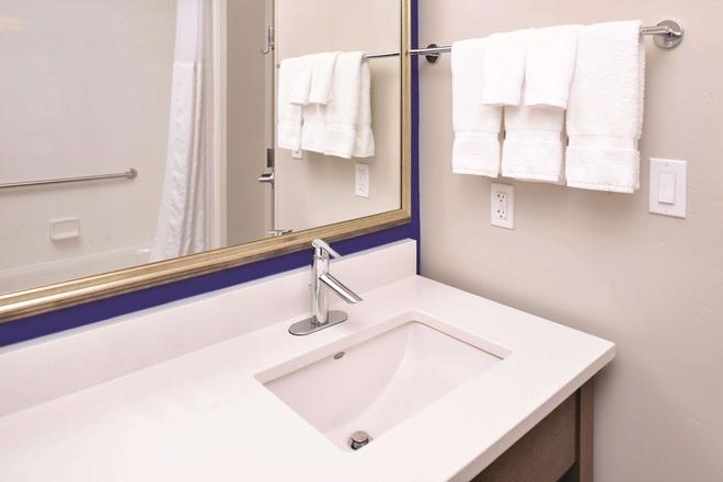 La Quinta Inn & Suites by Wyndham Page at Lake Powell - Page - Baño