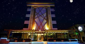 Golden Deluxe Hotel - אדנה