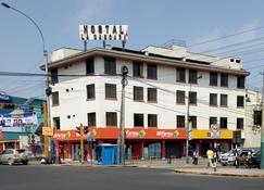 Hostal La Cascada - Lima - Edificio