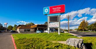 SureStay Plus Hotel by Best Western Reno Airport - Reno - Building