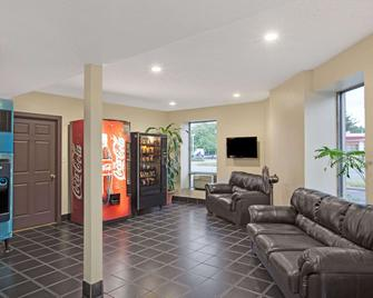 Knights Inn Pine Brook - Pine Brook - Living room