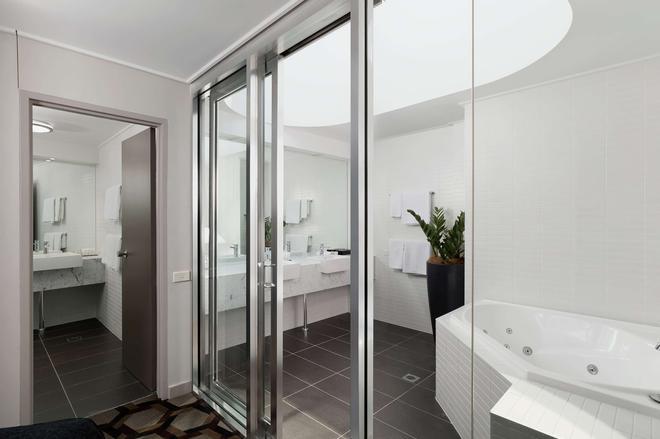 Rydges Capital Hill - Canberra - Bathroom