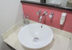 生活方式快捷酒店 - 登巴薩 - 庫塔 - 浴室