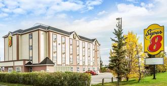 Super 8 by Wyndham Calgary/Airport - Calgary - Building