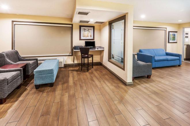 卡爾加里機場速 8 酒店 - 卡加立 - 卡加利 - 客廳